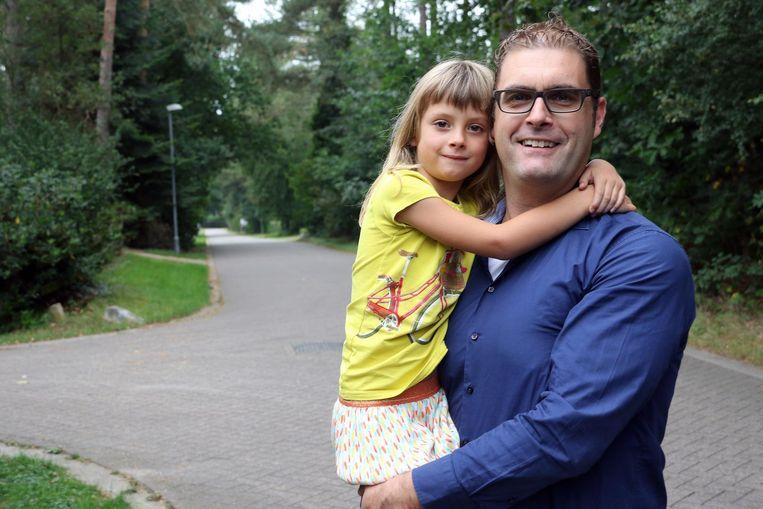 Slachtoffer Bart Roefs met zijn dochtertje Rosalie.