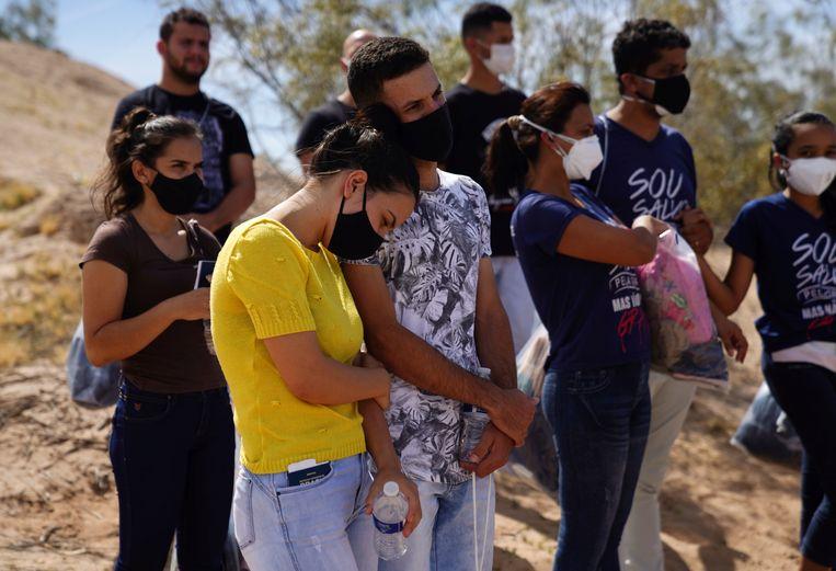 Migranten aan de Mexicaans-Amerikaanse grens. Beeld REUTERS