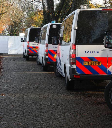 Automatische vuurwapens, drugs, geld en mogelijk explosieven gevonden bij zoekactie na aanhouding Martien R.