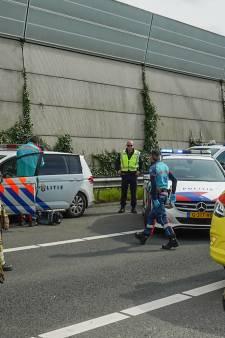 Agent die onderweg was naar ander ongeval raakt gewond bij botsing op A12 bij Driebergen