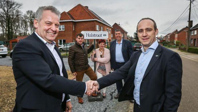 Burgemeesters Alain Yzermans (Houthalen-Helchteren) (links) en Wim Dries (Genk) (rechts) versterken de samenwerking.