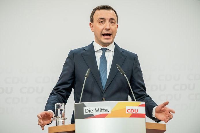 Algemeen secretaris Paul Ziemiak van de CDU tijdens zijn verklaring na de eerste verkiezingsresultaten.