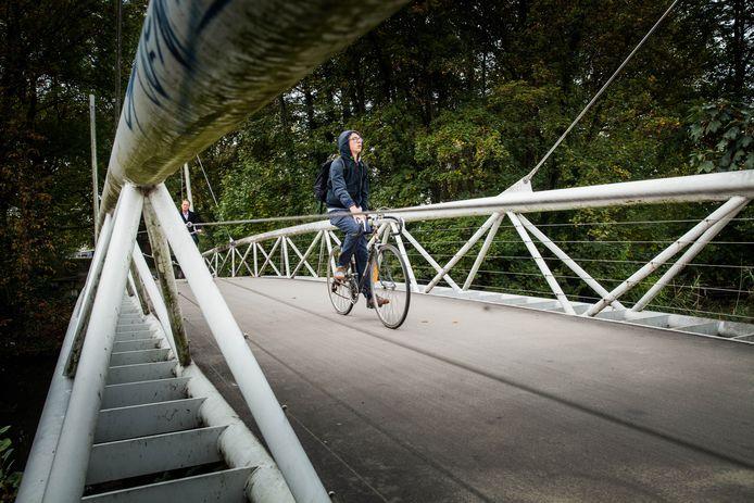 Fietsbrug in het Keizerspark.
