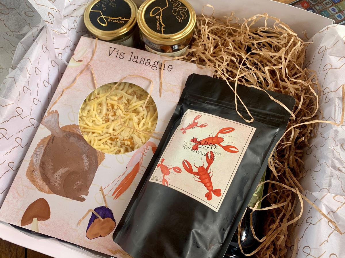 De diepvriesmaaltijden voor thuis zijn verpakt in een mooie doos, met ook twee potjes met een zout- en pepermelange van Mario Ridder.