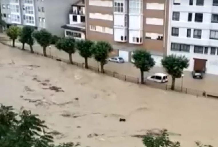 Zware overstromingen in de stad Tafalla Beeld Screenshot El Pais