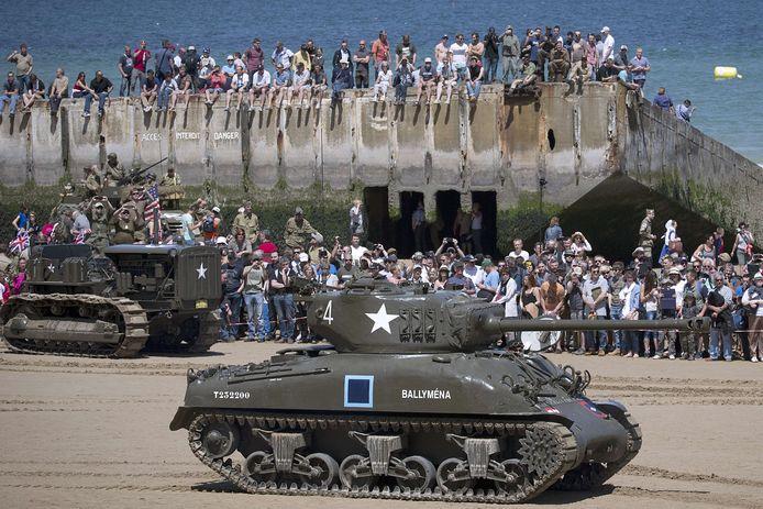 Een Sherman-tank uit WOII op 6 juni 2014 in Normandië, bij de herdenking van de geallieerde invasie, toen 70 jaar geleden.