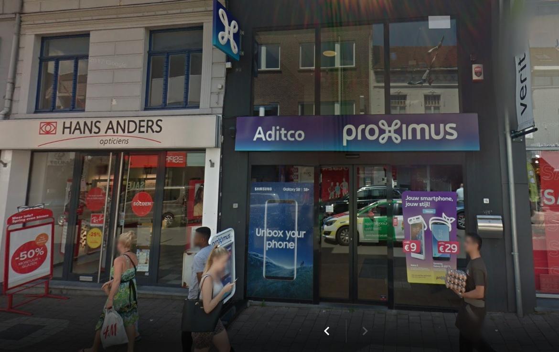 Het Proximus-filiaal in de Oudenaardestraat.
