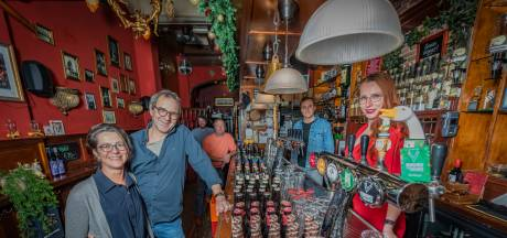 Dit doen de stamgasten van café Momfer de Mol nu thuis