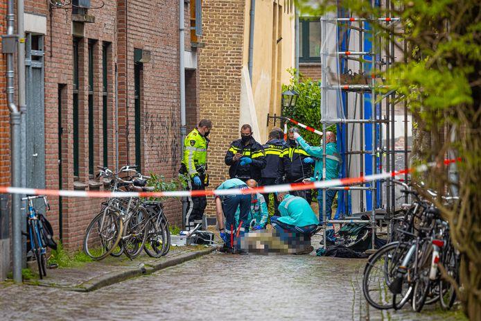 Reanimatie van het 32-jarige slachtoffer uit Zwolle mocht niet baten, de man overleed aan zijn verwondingen.