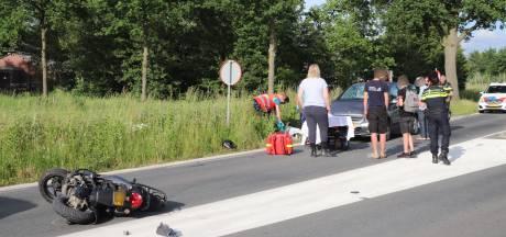 Scooterrijder gewond na harde botsing met auto in Lunteren