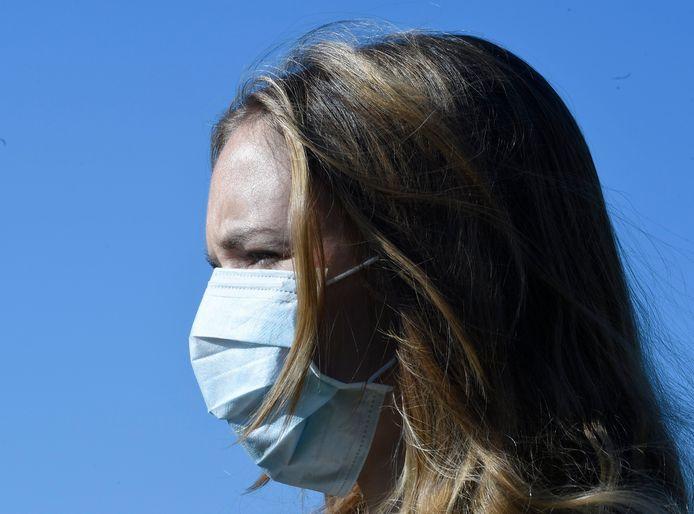 Le masque chirurgical est répandu dans la population depuis le printemps dernier