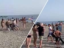 Strandgangers overmeesteren drugssmokkelaars nadat boot met 800 kilo cannabis crasht