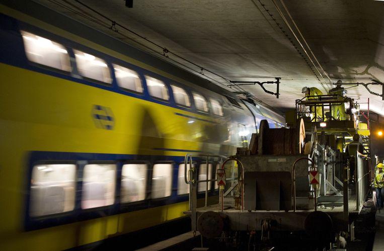 Een trein die stil kwam te staan in de Schipholtunnel. Beeld ANP