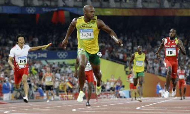 Asafa Powell wint met ruime voorsprong. Beeld UNKNOWN