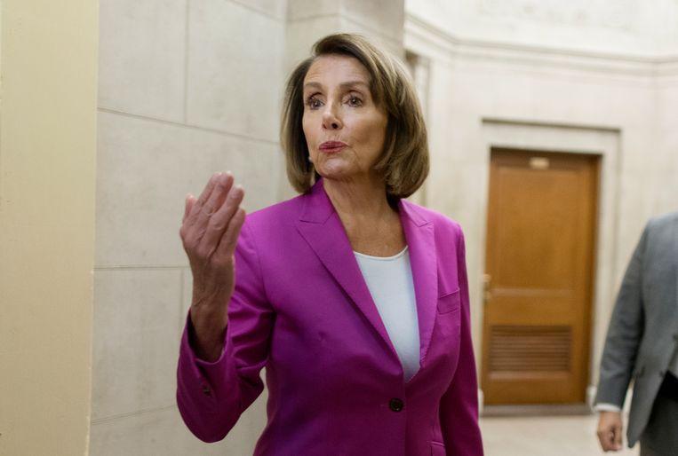 De leider van de Democraten, Nancy Pelosi, kan Trump buiten haar deur houden, als ze dat wil. Beeld EPA