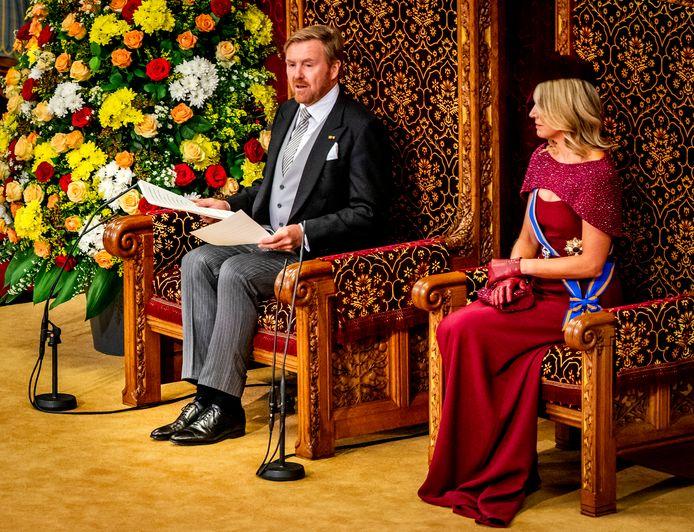 Koning Willem-Alexander en koningin Maxima op Prinsjesdag in de Ridderzaal waar de koning de troonrede voorleest aan leden van de Eerste en Tweede Kamer