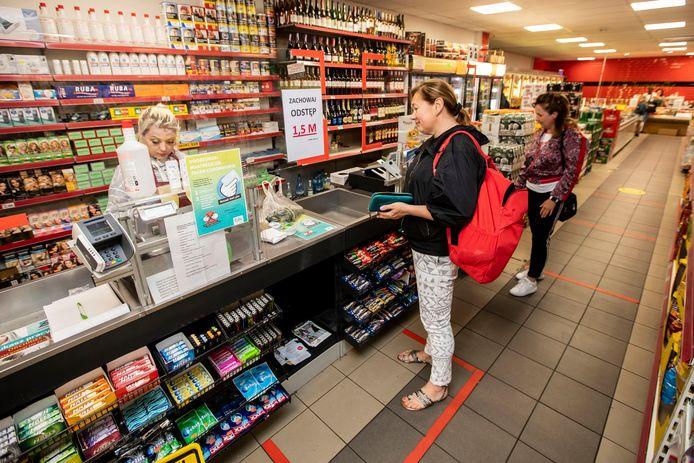 In de Poolse supermarkt Swojska Chata  in naaldwijk zijn de coronarichtlijnen duidelijk zichtbaar voor elke klant
