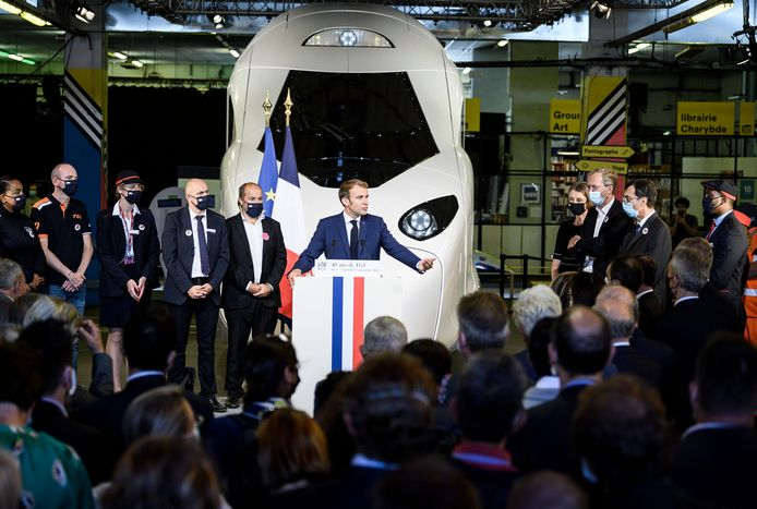 De Franse president Macron in de Gare de Lyon in Parijs.