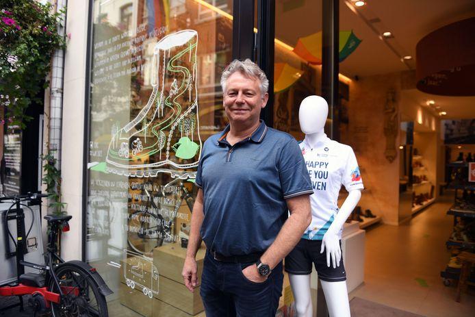 Erik Meulemans van Mertens Schoenen houdt de winkeldeur dan toch gesloten vandaag.