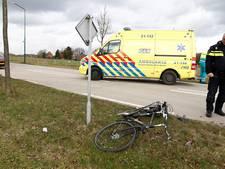 Fietser zwaargewond door botsing met auto in Oeffelt
