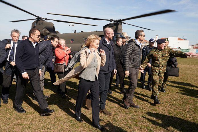 Ursula von der Leyen en Charles Michel, topbestuurders van de Europese Unie, steken Griekenland een hart onder de riem met een bezoek aan de grens met Turkije.
