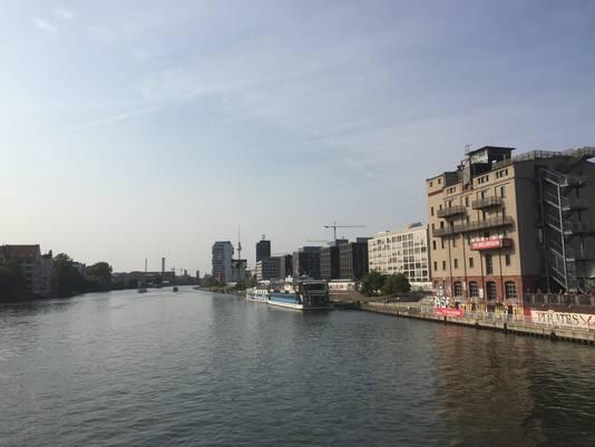 Eén van de kantoren op Zalando's Campus (tweede gebouw rechts) aan rivier de Spree in Berlijn