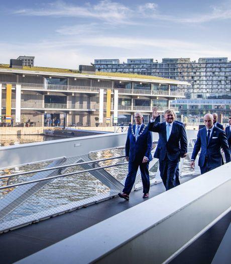 Buslading internationale vips naar Rotterdam, zó bijzonder is dit nieuwe kantoorgebouw