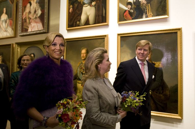 Prinses Maxima, Svetlana Medvedeva en kroonprins Willem Alexander vrijdag tijdens de rondleiding bij de opening van het museum de Hermitage Amsterdam. Foto ANP Beeld