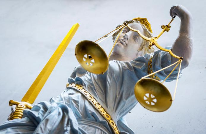 Een beeld van Vrouwe Justitia.