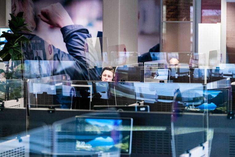Een callcentre in Tilburg waar telefonisten afspraken inplannen voor een coronatest. Beeld ANP