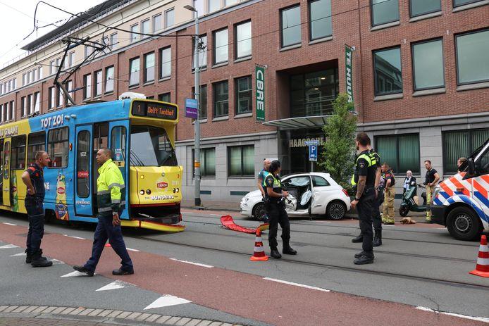 De Tram en de auto liepen allebei schade op bij het ongeluk.