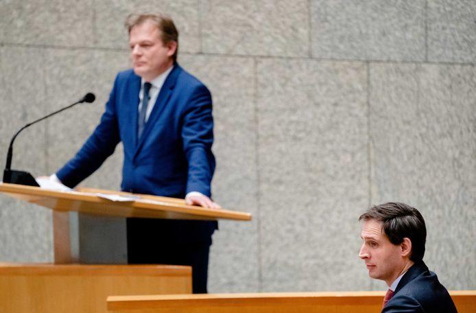 Kamerlid Pieter Omtzigt en minister Wopke Hoekstra (Financiën) tijdens een debat over het aftreden van het kabinet naar aanleiding van de toeslagenaffaire. Inmiddels maken CDA'ers zich zorgen dat de twee niet meer samen verder kunnen.