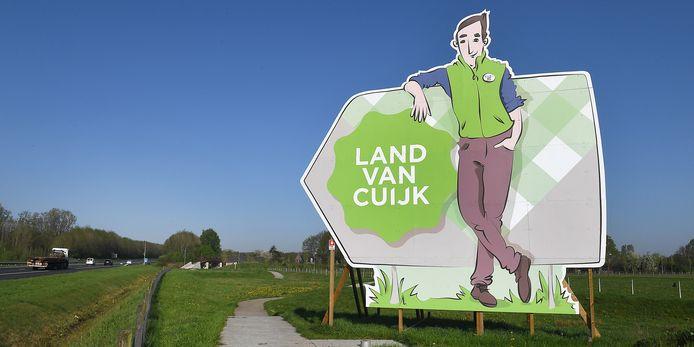 Een groot promotiebord van het Land van Cuijk langs de snelweg A77 bij Boxmeer.