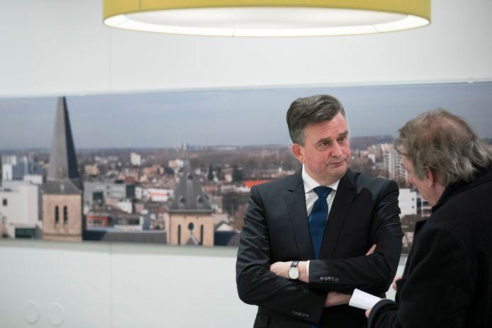 Voormalig SP-leider Emile Roemer roept met zijn aanjaagteam het kabinet op arbeidsmigranten meer bescherming te bieden om verspreiding van het coronavirus tegen te gaan.