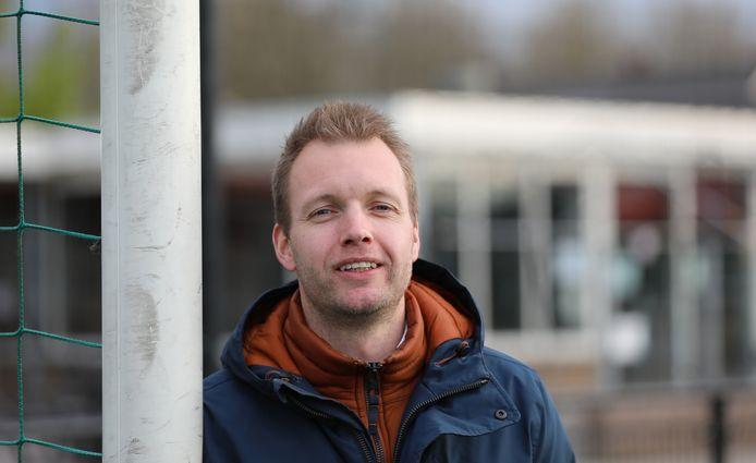 Na Dick en Art gaat ook de oudste van de drie broers Kruis, Ton, bij SV Noordeloos lager voetballen. ,,De coronacrisis was wel doorslaggevend.''