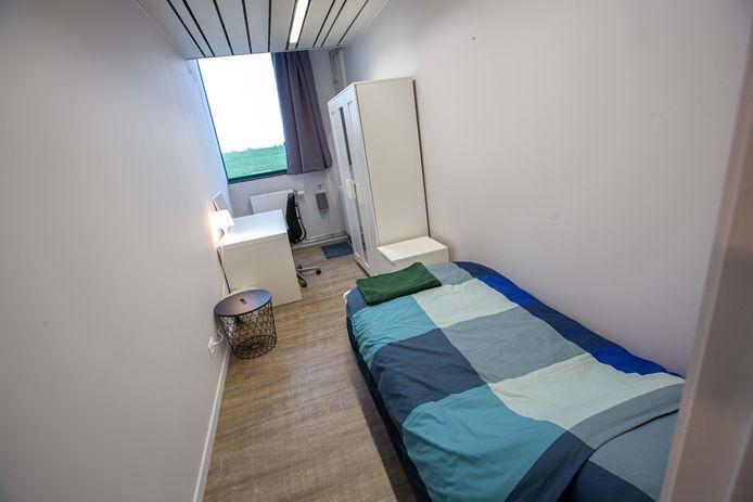 Een van de kamers in het transitiehuis.