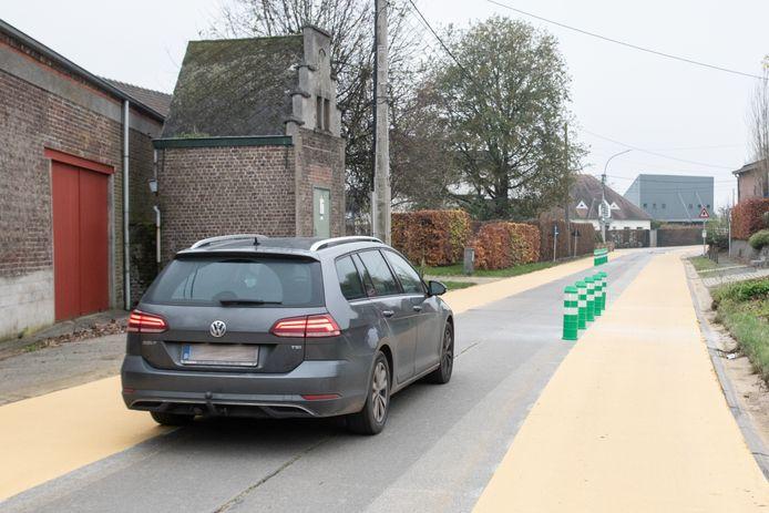 Auto's moeten voortaan slalommen tussen onderbroken fietssuggestiestroken en parkeervakken