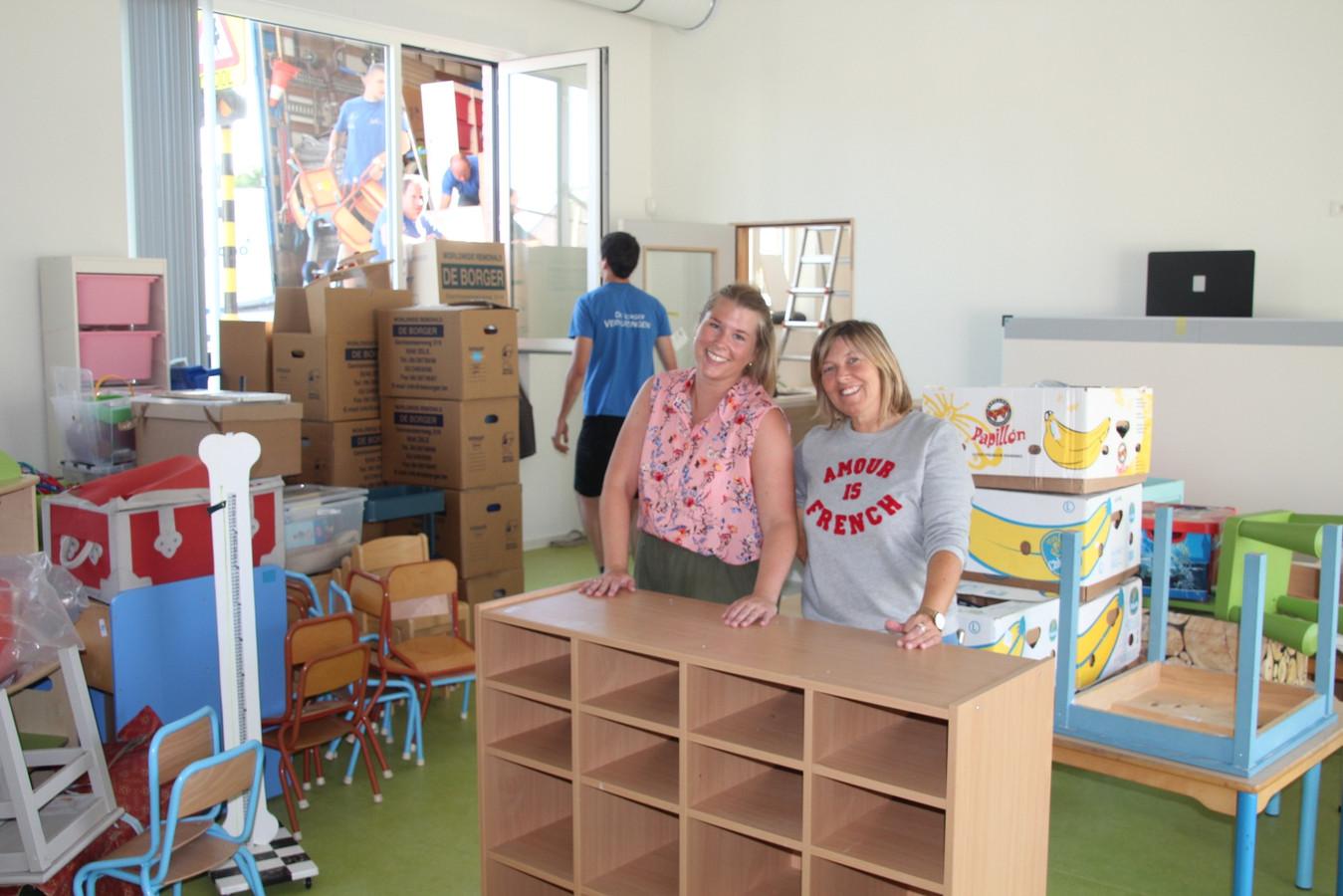 Juffen Nathalie en Melissa zijn blij met hun nieuwe klas.
