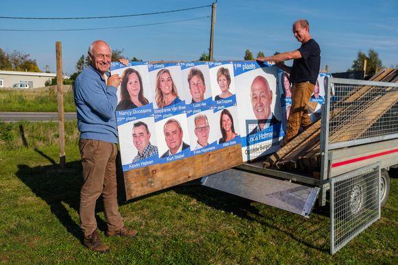 Lode Hofmans ruimt samen met zijn medekandidaten de verkiezingsborden op.