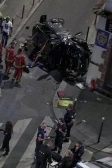 Une voiture percute une terrasse de bar à Paris, faisant un mort et six blessés