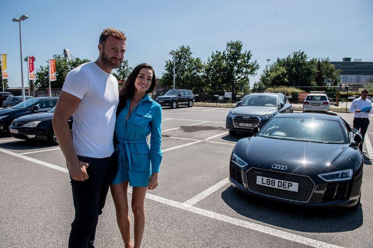 Laurent Depoitre en zijn partner, hier met de bewuste Audi. Beeld Photo News