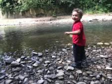 Le corps d'un enfant retrouvé dans une rivière: deux adultes et un adolescent arrêtés pour suspicion de meurtre