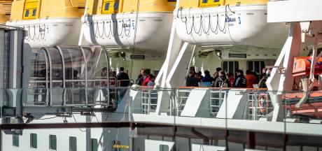 Duits gezin in quarantaine op cruiseschip gaat van boord in Rotterdam