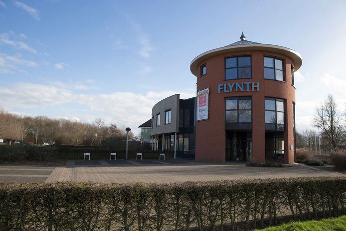 Het voormalige pand van Flynth advsieurs op Mercurion in Zevenaar, waar zondag de eerste arbeidsmigranten hun intrek nemen.