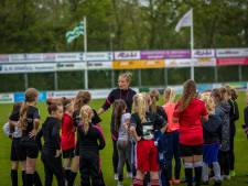 Profvoetbalster Mandy van den Berg 'special guest' bij open dag VV Naaldwijk
