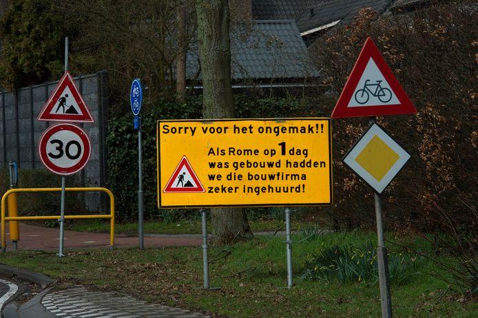 De gemeente Goirle heeft de toegangsweg van 't Ven als eens aangepakt, toen werd dit bord geplaatst.