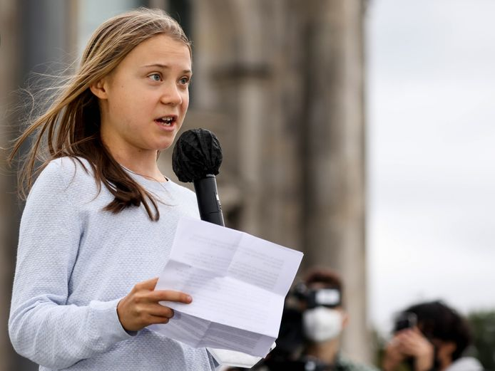 La militante suédoise pour le climat Greta Thunberg prononce un discours lors de la journée mondiale d'action pour le climat Fridays For Future à Berlin, en Allemagne, le 24 septembre 2021.