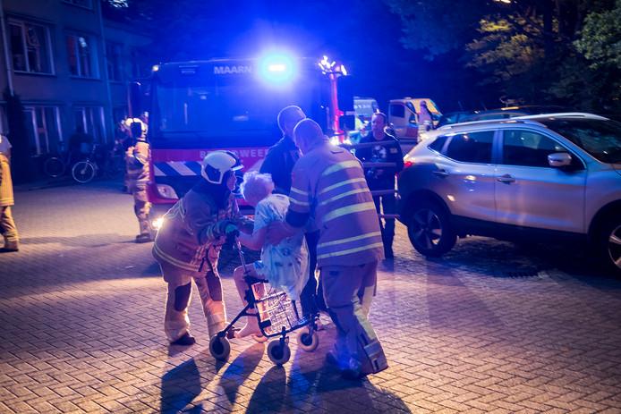 De bewoners van het pand werden eerder op de avond door de brandweer naar buiten gebracht en voor de deur opgevangen.