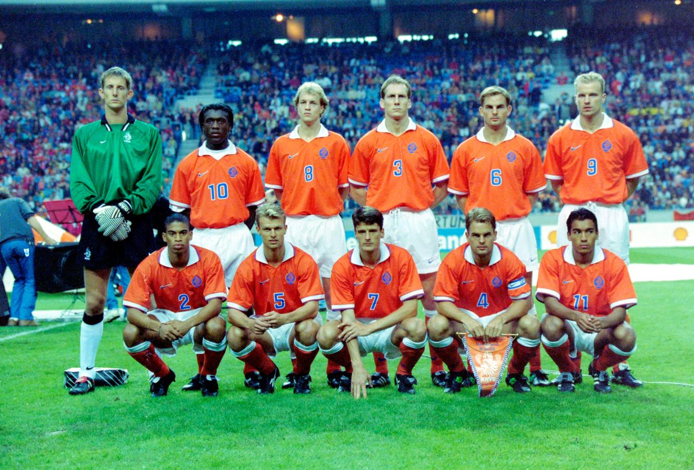 Boven: Edwin van der Sar, Clarence Seedorf, Jordi Cruijff, Jaap Stam, Frank de Boer en Dennis Bergkamp Onder: Michael Reiziger, Arthur Numan, Ronald de Boer en Phillip Cocu