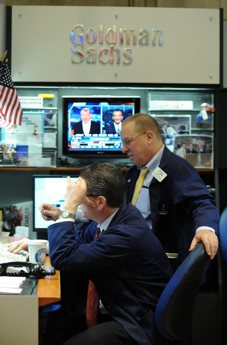 Traders van Goldman Sachs aan het werk in 2011. Toen waren ze nog met veel, vandaag nog met twee. Beeld EPA